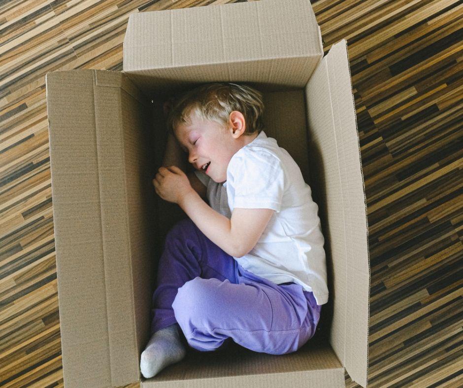 igra fant skatla doma stanovanje karantena